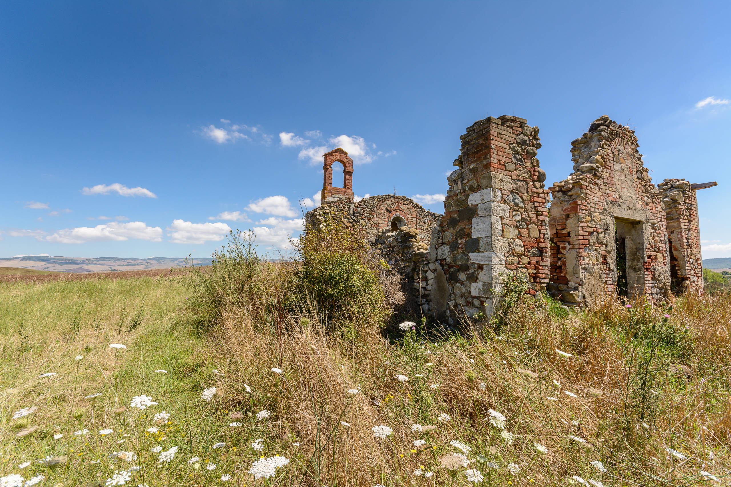 Ruine,toskana,sommer,himmel,blau,wiese,feld