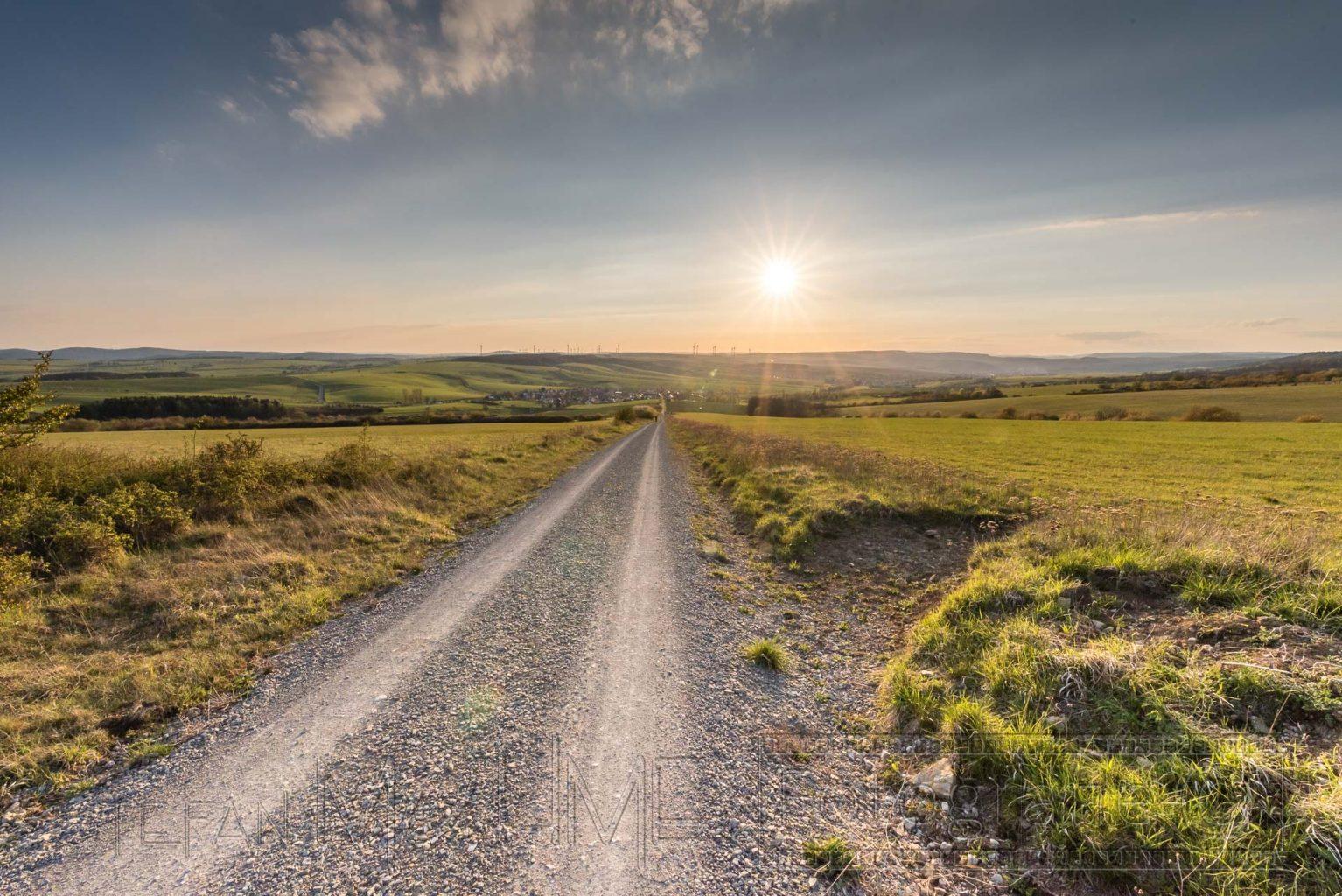 Weg,schotterweg,sonne,gegenlicht abendsonne,sonnenuntergang,natur,landschaft,Weitwinkel