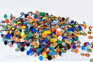 Heftzweckenreisszwecken,bunt,farbig,makro,nahaufnahme,details