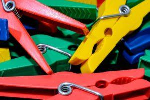 Waescheklammer,bunt,farbig,nahaufnahme,details,kunststoff,neu,rot,gelb,gruen