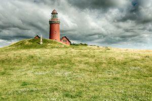 daenemark,leuchtturm,wolken,wiese,hdr
