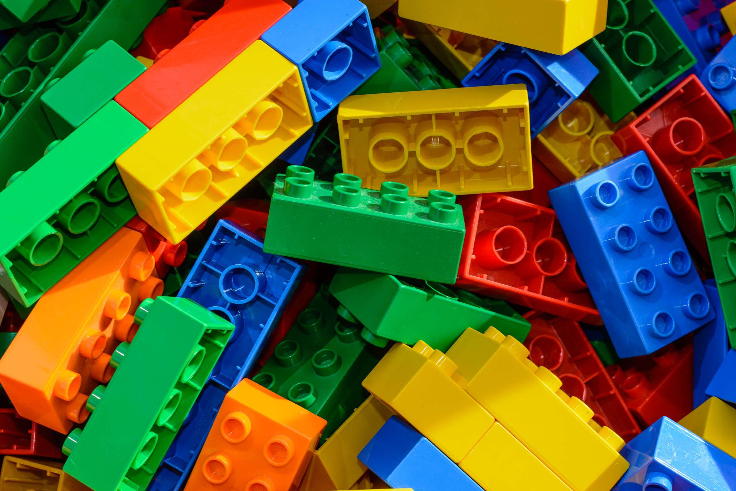 lego,baukloetze,spielzeug,lego,farbig,bunt,rot,gruen,gelb,blau