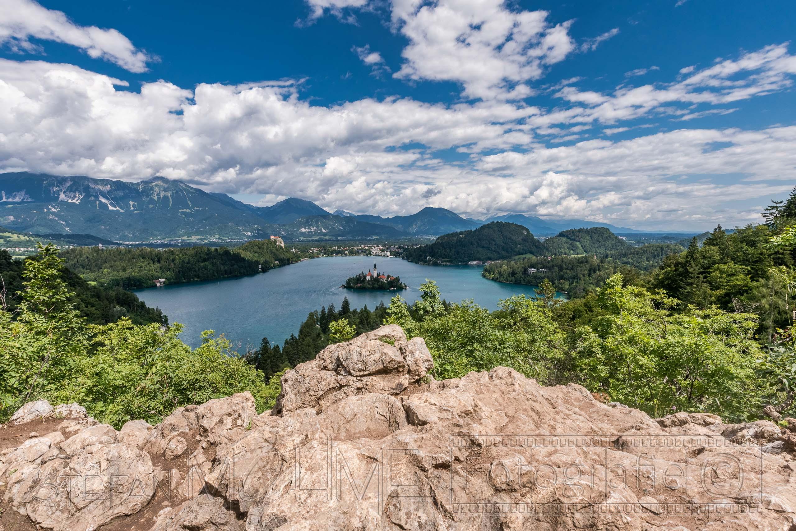 Slowenien, Wanderung mit traumhafter Aussicht über den Bleder See.