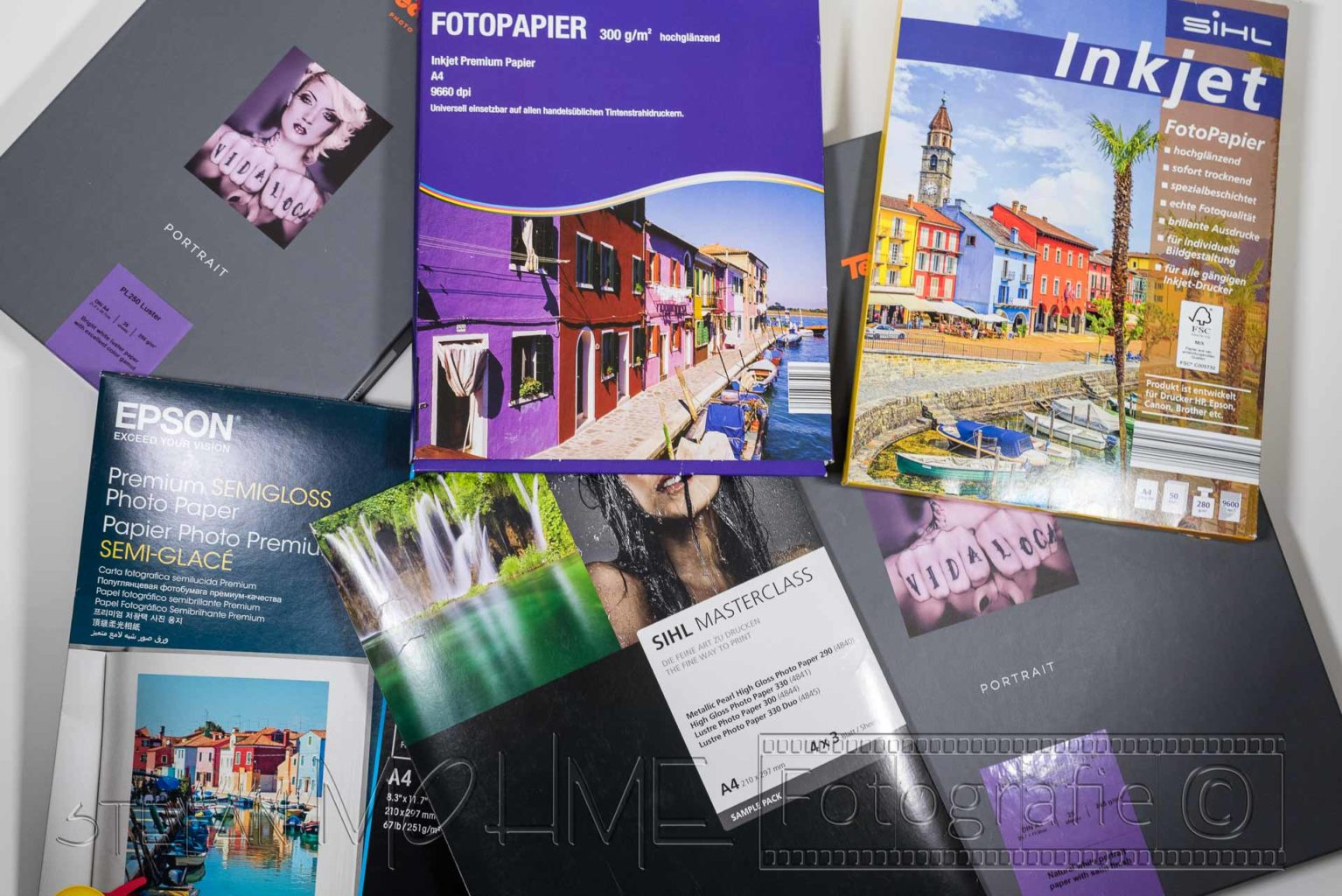 Verschiedene Verpackungen für Fotopapiere