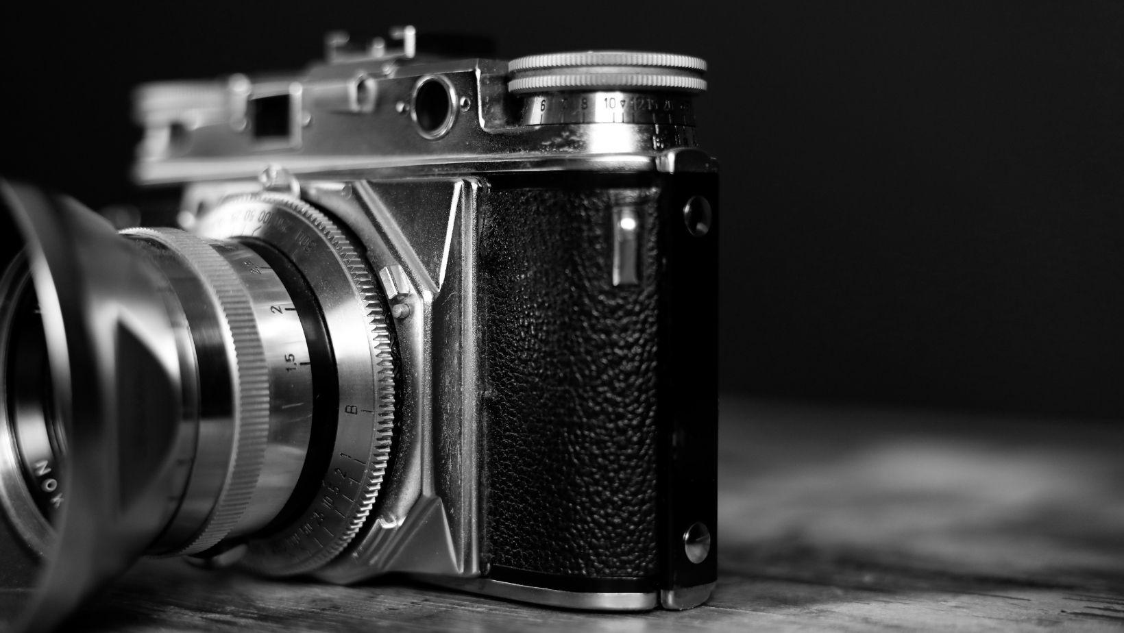 Alte Kamera,schwarzweiss,retro