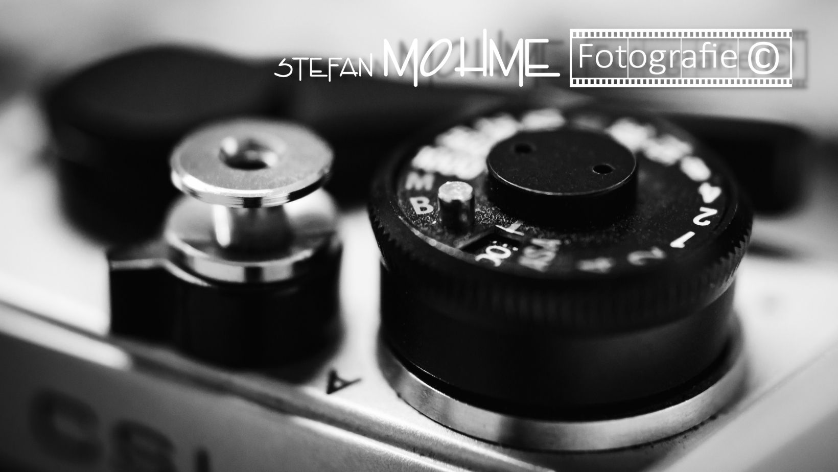 Kameraauslöser, und Logo Stefan Mohme,Nikon