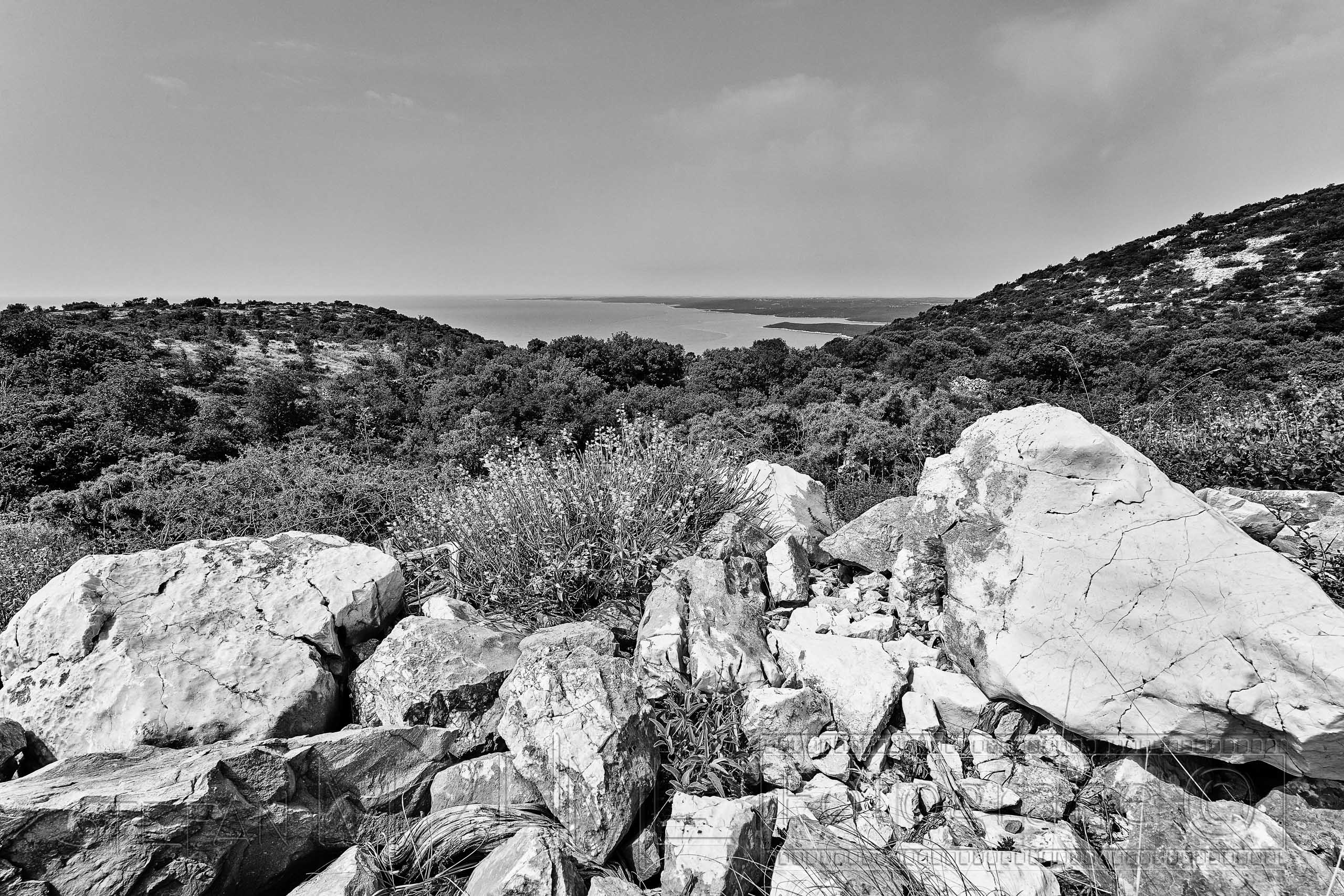 Kroatien ,Ravni, Schwarzweiss, Blick, Kvarner Bucht