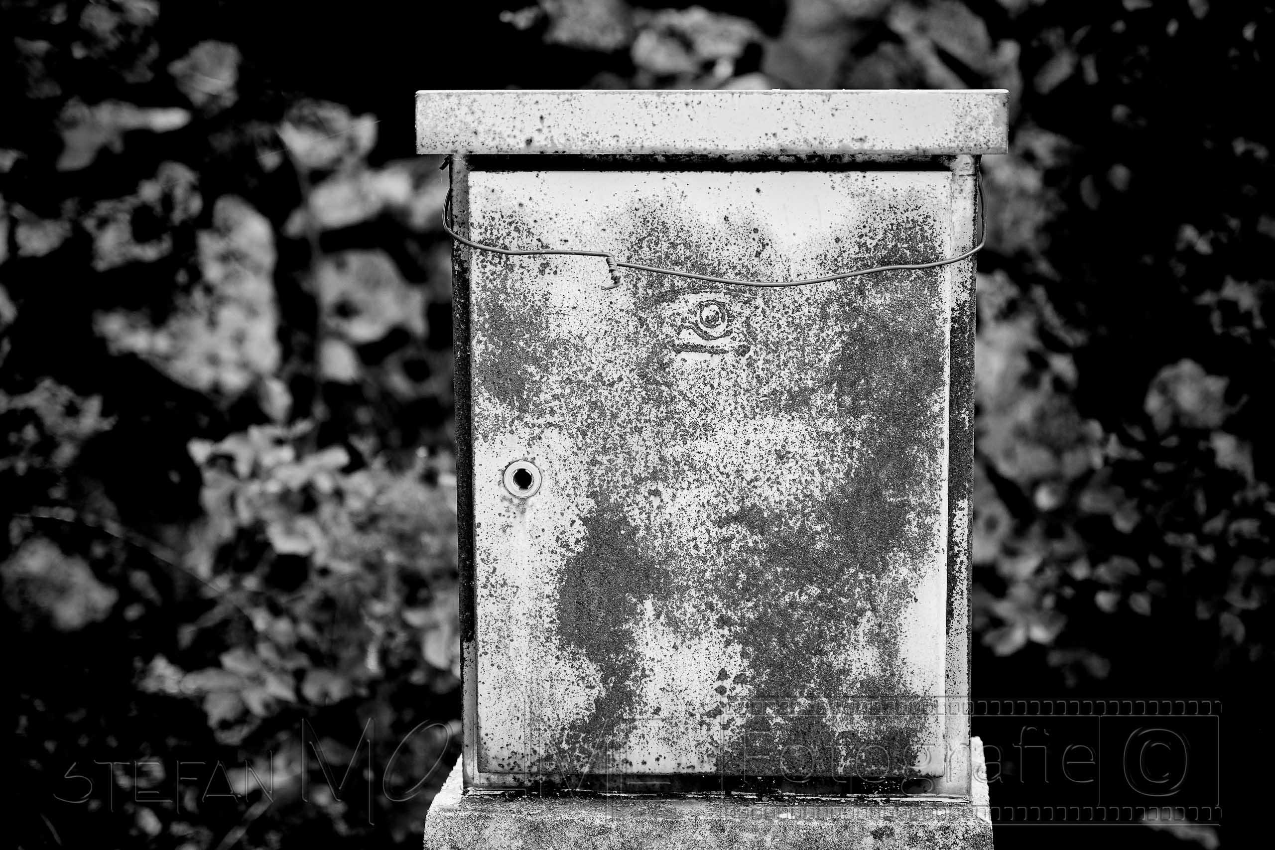 Briefkasten ,Nahaufnahme, schwarzweiss