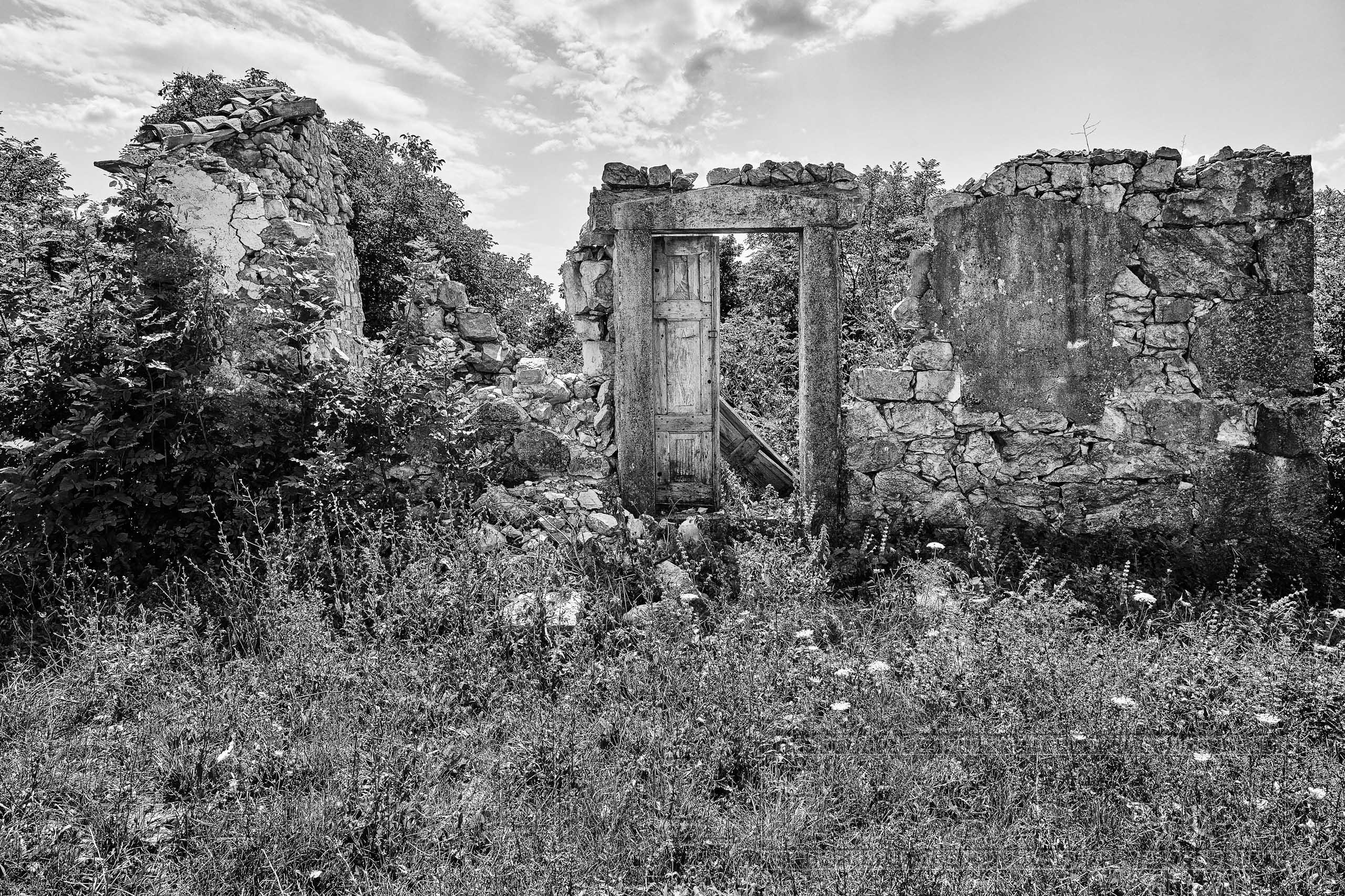 Ruine, Kroatien ,schwarzweiss